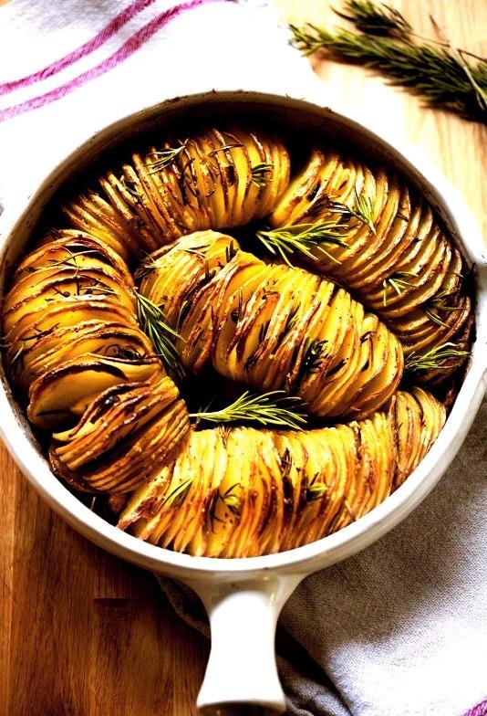 Rosemary garlic hasselback potatoes / Recipe